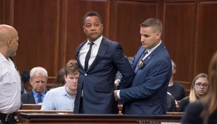 Ator Cuba Gooding Jr apareceu no tribunal para responder por acusação de assédio sexual. (Foto: Divulgação)