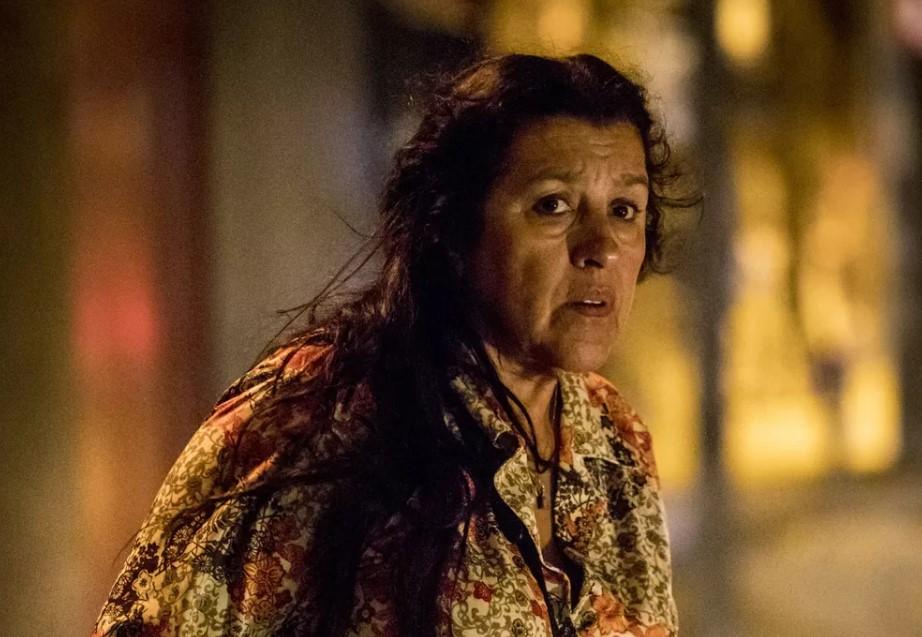 Regina Casé (Lurdes) em cena da próxima novela das 21h da Globo, Amor de Mãe (Foto: Globo/João Cotta)