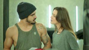 Fabiana e Rock em cena da novela A Dona do Pedaço (Foto: Reprodução)