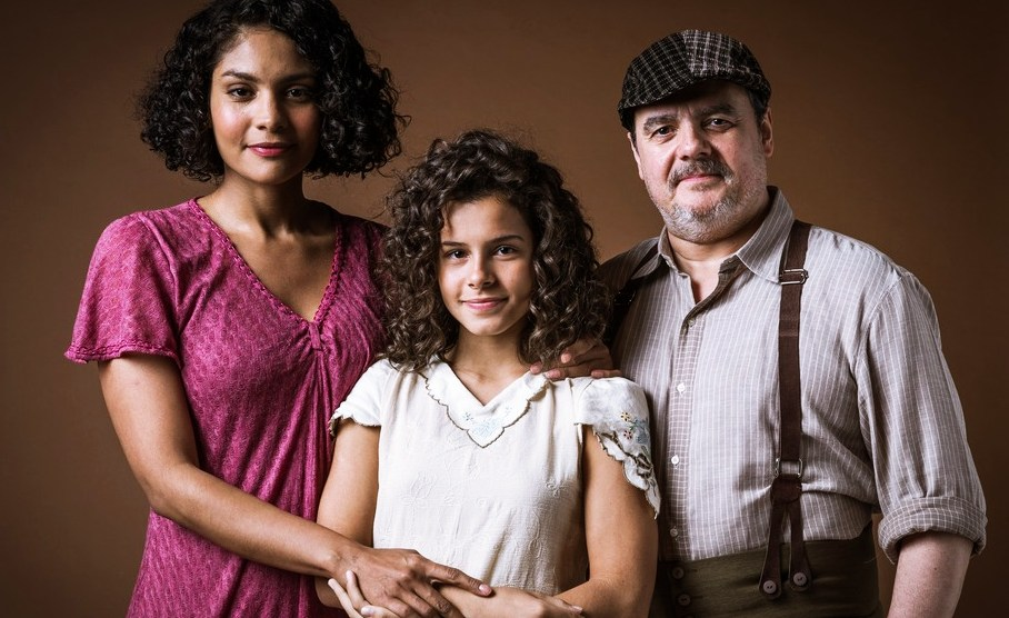 Shirley, Inês e Afonso formam uma bonita família em Éramos Seis