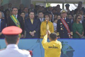 Silvio Santos se encontrou com Jair Bolsonaro e Edir Macedo no desfile de 7 de setembro (Foto: O Antagonista)