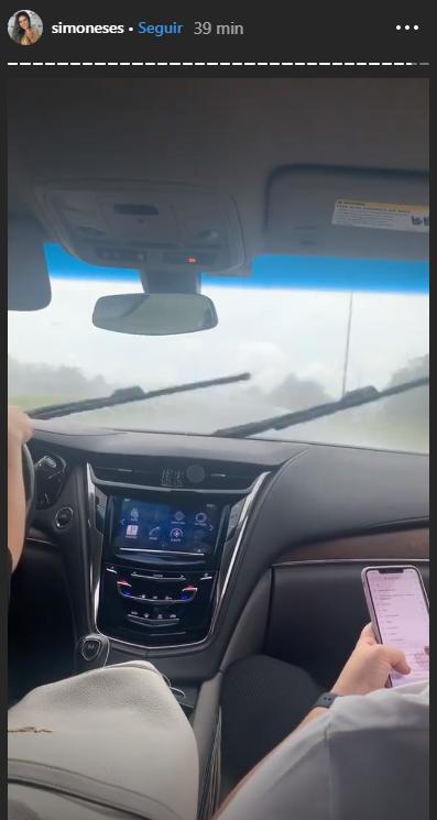 Cantora Simone registrada passagem de furacão (Foto: Reprodução/ Instagram) Kaká Diniz