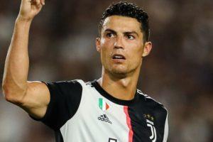 Cristiano Ronaldo vai aos prantos de choro durante entrevista ao falar sobre seu passado (Foto: Reprodução)