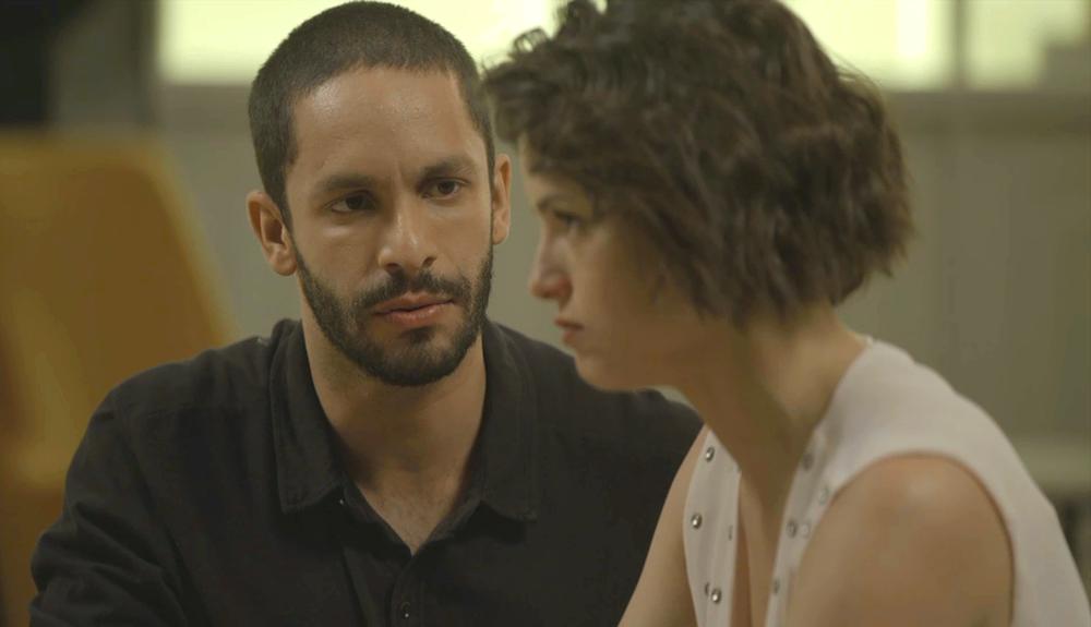 Josiane (Agatha Moreira) vai usar Téo (Rainer Cadete) para dar novo golpe em A Dona do Pedaço (Foto: Reprodução/Globo)