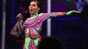 Anitta apresentando a segunda temporada do 'Anitta Entrou no Grupo' (Foto: Carlos Cardeal Jr/Multishow)