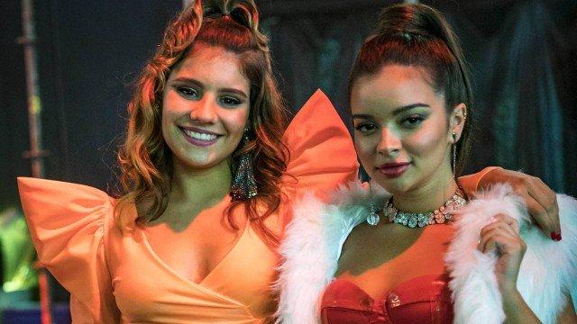 Raíssa (Dora de Assis) e Nanda (Gabriella Mustafá) competem no Vai no Gás em Malhação (Foto: Paulo Belote/ TV Globo)