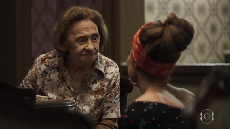 Matilde (Laura Cardoso) fará revelação sobre o passado de Joana (Bruna Hamú) à Maria da Paz (Juliana Paes) em A Dona do Pedaço (Foto: Reprodução/Globo)