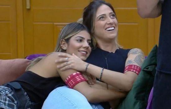 Em A Fazenda 11 Hariany Almeida e Tati Dias criaram uma grande amizade, colocada em dúvida pela irmã da ex-BBB (Imagem: Reprodução)