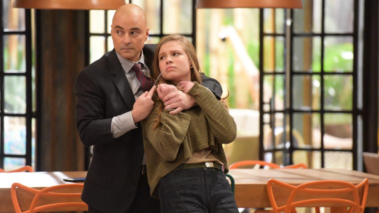Taylor ameaça matar Andrea na frente de Dagoberto em Topíssima