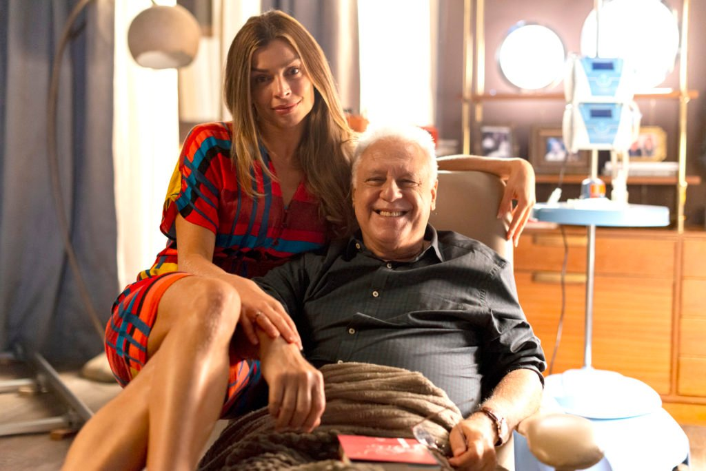 Alberto ( Antonio Fagundes ) e Paloma ( Grazi Massafera ) se reencontram na noite de Natal em Bom Sucesso
