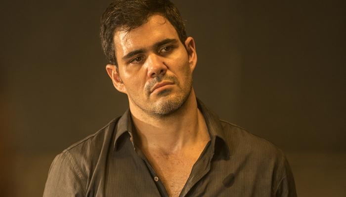 Magno (Juliano Cazarré) se envolverá com Betina (Isis Valverde) em Amor de Mãe (Foto: Globo/João Cotta)