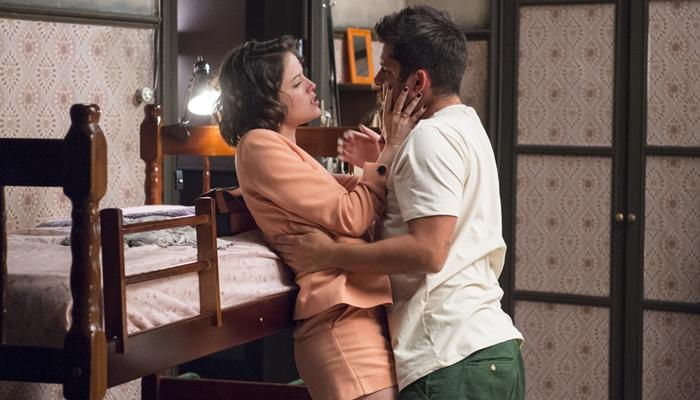 Josiane (Agatha Moreira) paga serviço de William (Bruno Gissoni) com sexo em A Dona do Pedaço (Foto: Globo/Estevam Avellar)