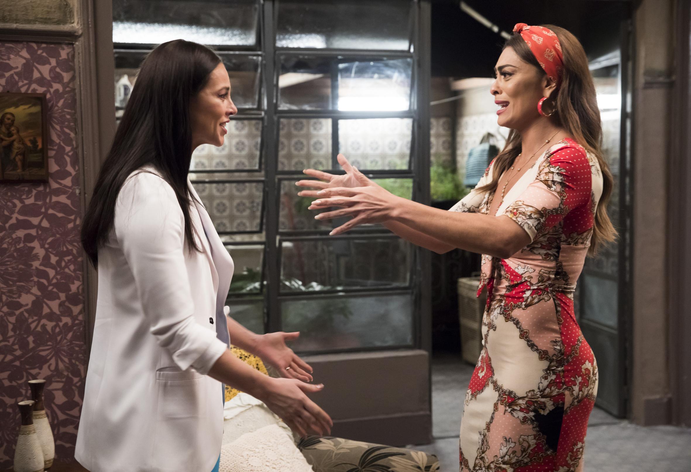 Vivi (Paolla Oliveira) descobre que é sobrinha de Maria da Paz (Juliana Paes) em A Dona do Pedaço (Crédito: Globo/João Miguel Júnior)