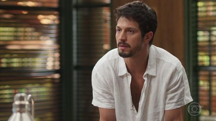 Marcos (Romulo Estrela) em cena da novela Bom Sucesso (Foto: Reprodução/Globo)