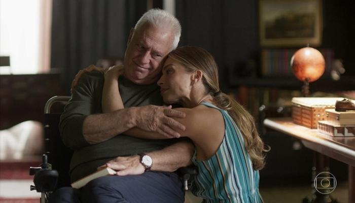 Alberto (Antonio Fagundes) e Paloma (Grazi Massafera) em cena de Bom Sucesso (Foto: Reprodução/Globo)