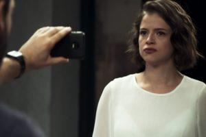Josiane (Agatha Moreira) e Téo (Rainer Cadete) em cena de A Dona do Pedaço, que fechou em alta na audiência (Foto: Reprodução/Globo)