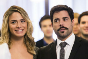 Abel (Pedro Carvalho) e Britney (Glamour Garcia) vão casar em A Dona do Pedaço (Reprodução: TV Globo)