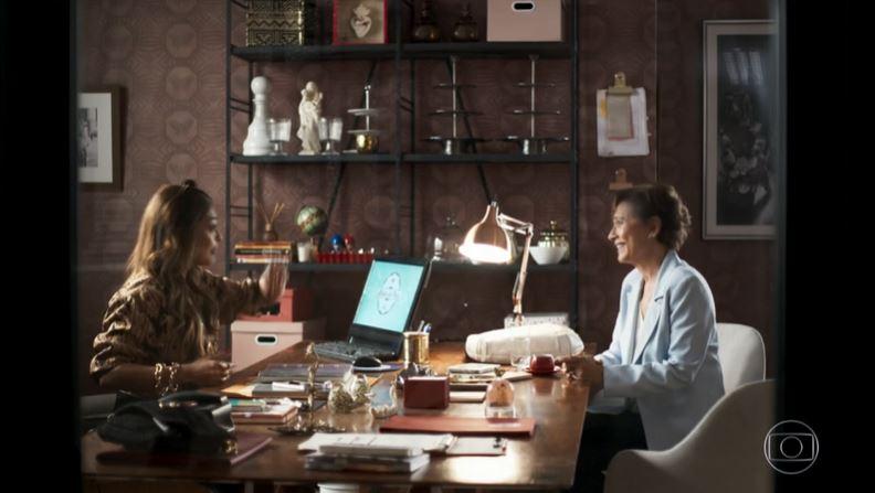 Beatriz (Natália do Vale) e Maria da Paz (Juliana Paes) em A Dona do Pedaço (Reprodução: Globoplay)