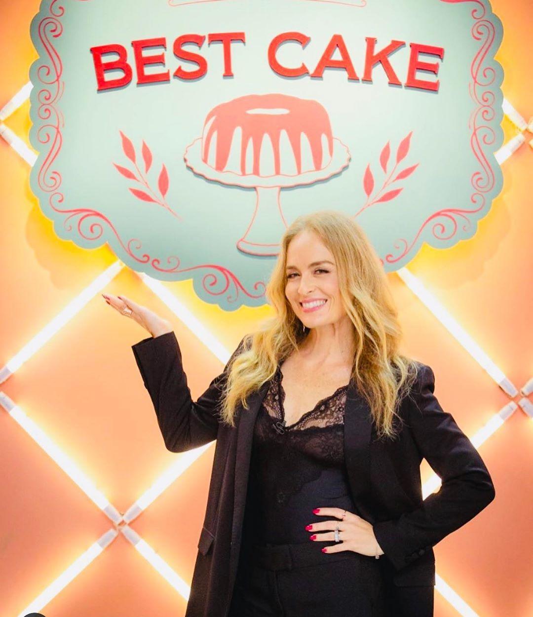 Angélica globo no reality show fictício Best Cake, de A Dona do Pedaço (Foto: Reprodução/Instagram)