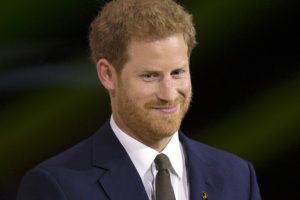 Príncipe Harry chora durante discurso sobre paternidade e tem que ser consolado (Foto: Reprodução)