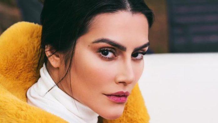 A famosa cantora e atriz da Globo, Cleo se tornou um dos assuntos mais comentados nas redes socais ao posar sem maquiagem (Foto: Reprodução)