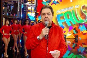 Faustão interrompe seu Domingão para fazer uma homenagem ao diretor da atração que faleceu na última semana aos 88 anos, Maurício Sherman (imagem: reprodução/ Globo)