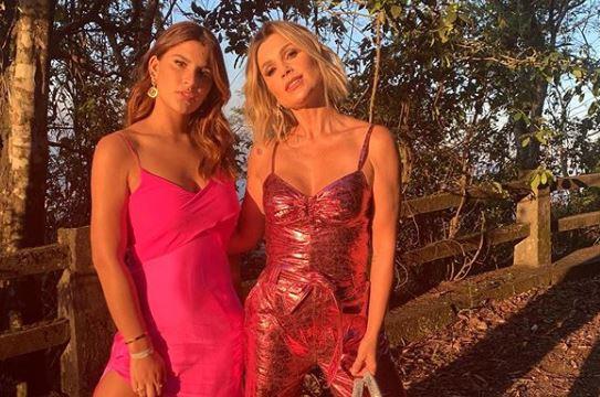 Giulia Martins, filha da atriz da Globo, Flávia Alessandra é flagrada deixando academia (Foto: Reprodução)