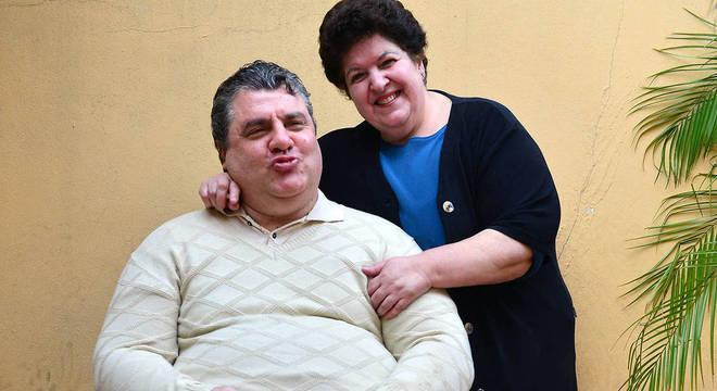 Marta e Gerson na casa do ex-ator, em São Paulo Eduardo Enomoto/R7