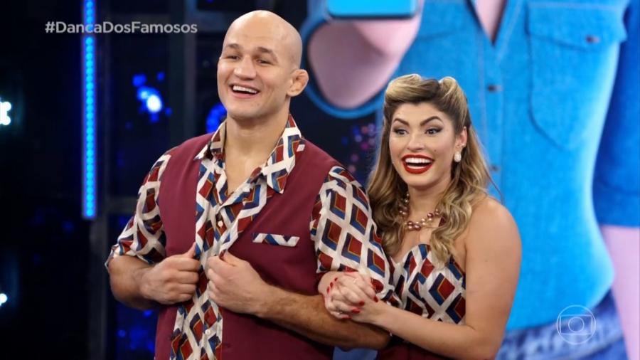 Junior Cigano e a bailarina Ana Paula Guedes no Dança dos Famosos do Domingão do Faustão (Imagem: Reprodução)