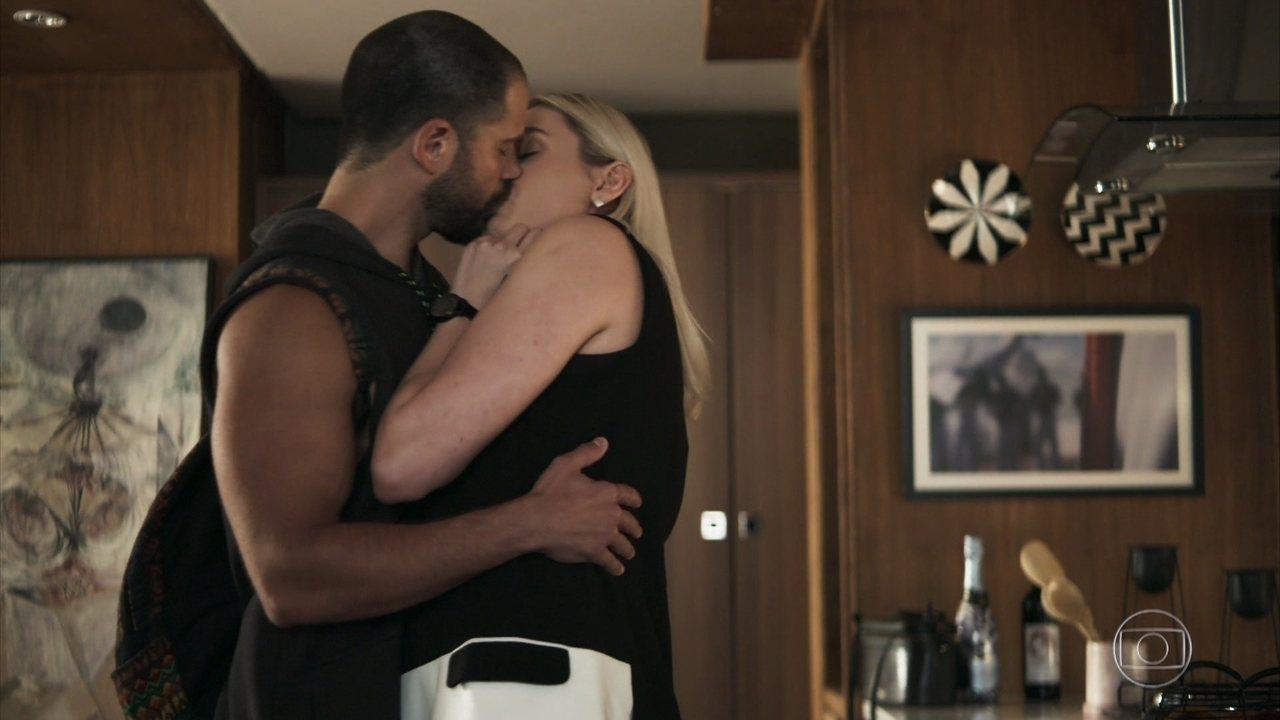 Kim (Monica Iozzi) e Paixão (Duda Nagle) vão se casar em A Dona do Pedaço (Reprodução: TV Globo)