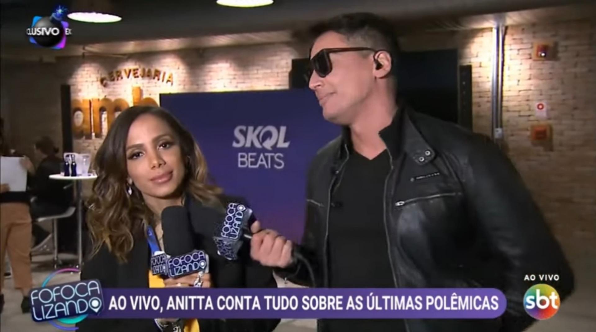 Léo Dias e Anitta durante entrevista para o Fofocalizando (Reprodução: SBT)