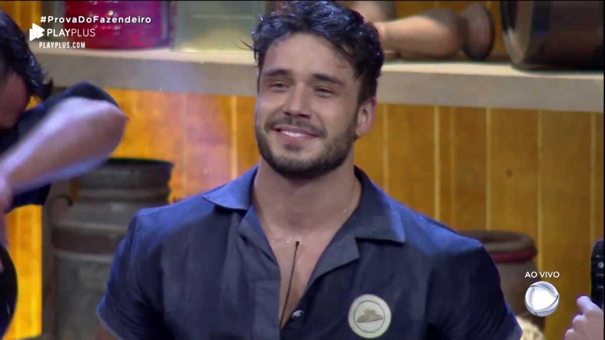Lucas Viana corre o risco de ser expulso do reality show da Record, A Fazenda (Reprodução: PlayPlus)