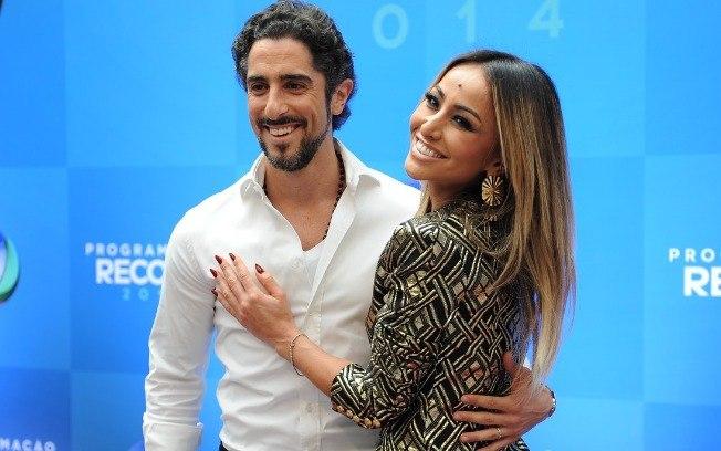 Marcos Mion e Sabrina Sato em evento corporativo da emissora (Reprodução: Record TV)