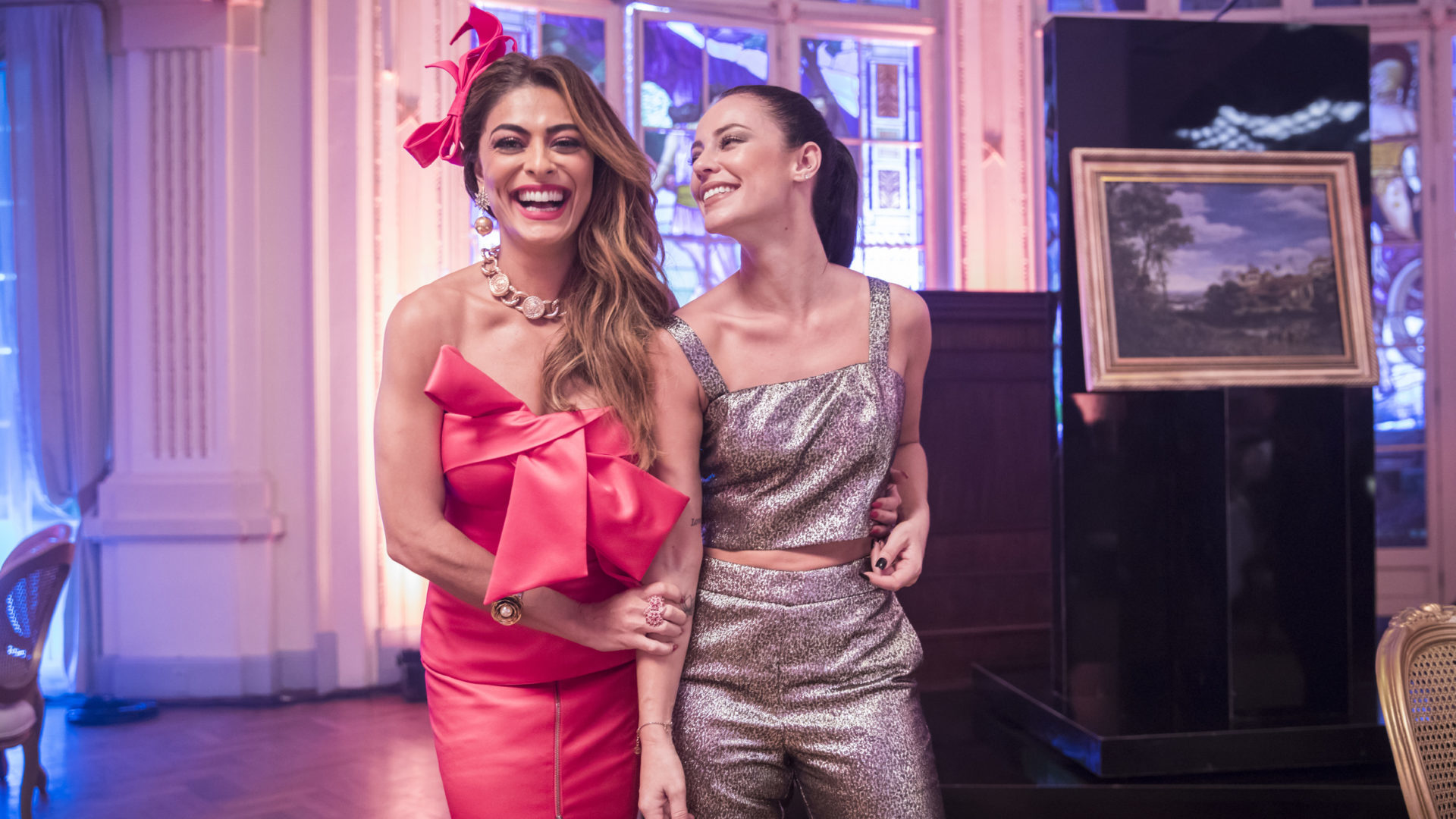 Maria da Paz (Juliana Paes) e Vivi Guedes (Paolla Oliveira) em A Dona do Pedaço (Reprodução: TV Globo)