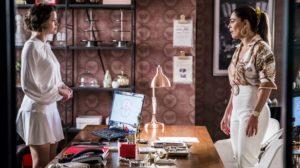 Maria da Paz (Juliana Paes) pode mudar de ideia e querer tirar Josiane (Agatha Moreira), a sua filha da prisão (Reprodução: TV Globo)