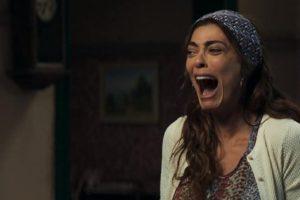 Maria da Paz (Juliana) fica desesperada ao ver Josiane (Agatha Moreira) sendo presa em A Dona do Pedaço (Reprodução: TV Globo)