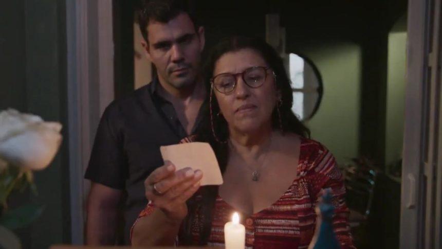 Regina Casé e Juliano Cazarré em Amor de Mãe da Rede Globo (Reprodução: TV Globo)