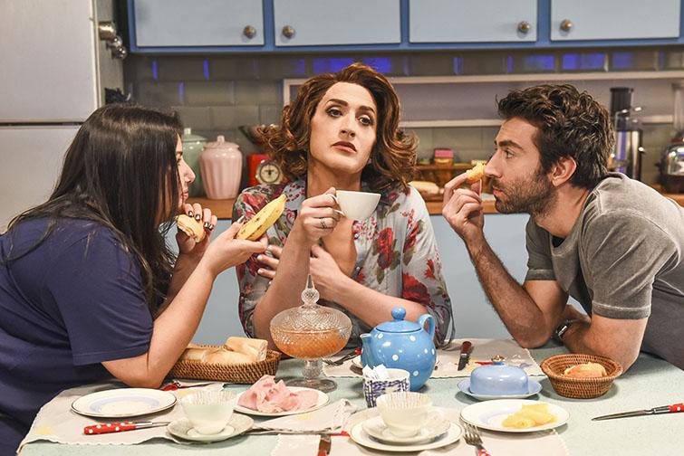 Rodrigo Pandolfo, Mariana Xavier e Paulo Gustavo atuando em Minha Mãe é Uma Peça (Reprodução: Globo Filmes)