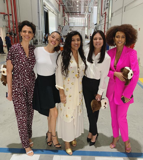Elenco de Amor de Mãe: Malu Galli, Isis Valverde, Regina Casé, Adriana Esteves e Taís Araújo (Foto: Reprodução/ Instagram)