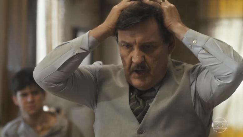 Júlio (Antonio Calloni) fica em desesperado em Éramos Seis