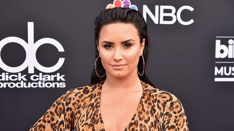 Demi Lovato se converte e é batizada no Rio Jordão (Foto: Reprodução)