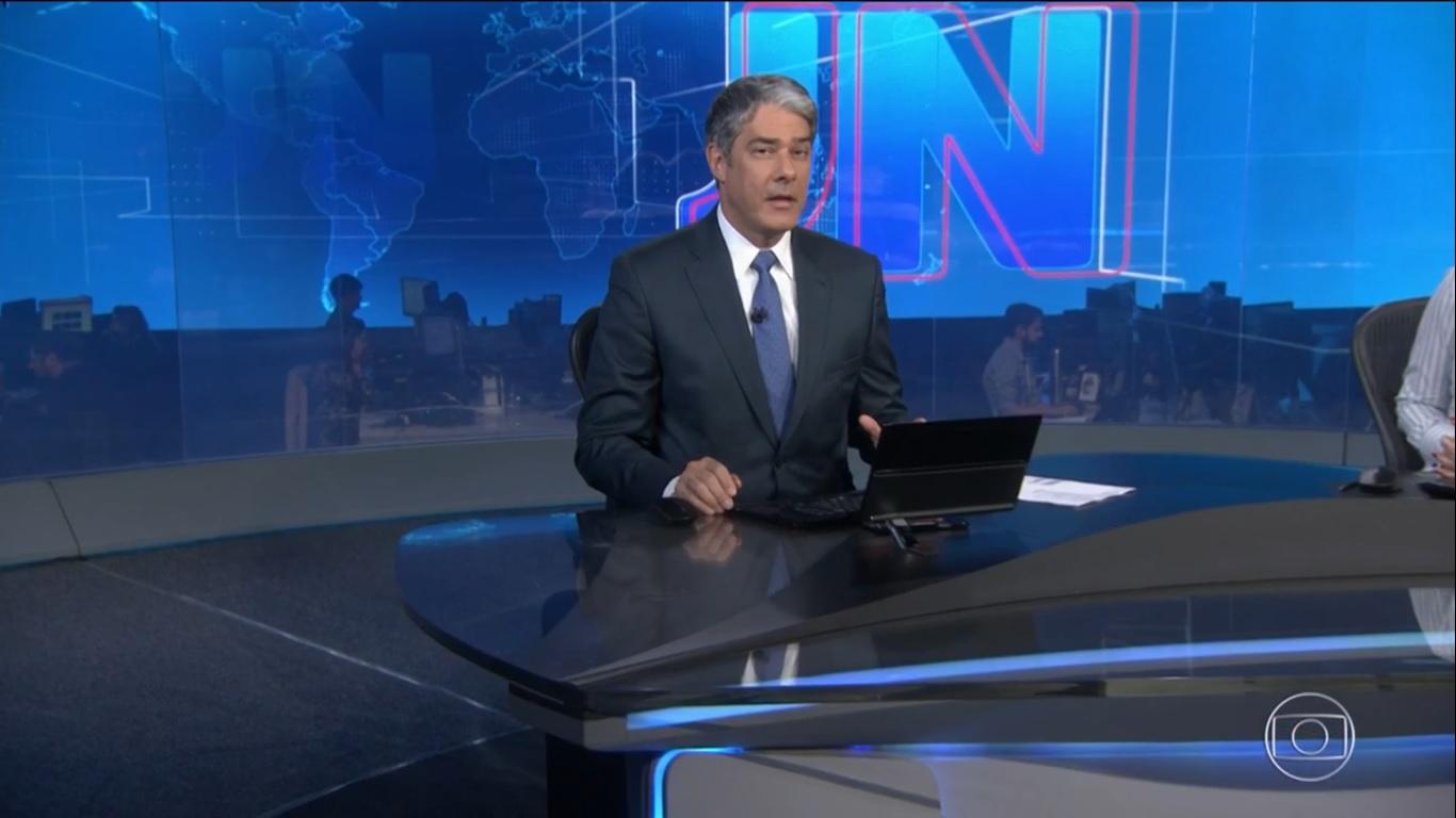 William Bonner leu, ao vivo na Globo, notícia sobre depoimento de porteiro que cita Jair Bolsonaro nas investigações sobre o assassinato de Marielle Franco (Foto: reprodução GloboPlay)
