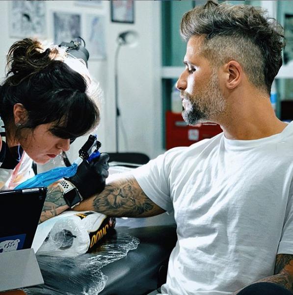Bruno Gagliasso fez tatuagem de cobra e chamou atenção nas redes sociais (Foto: Reprodução/ Instagram)