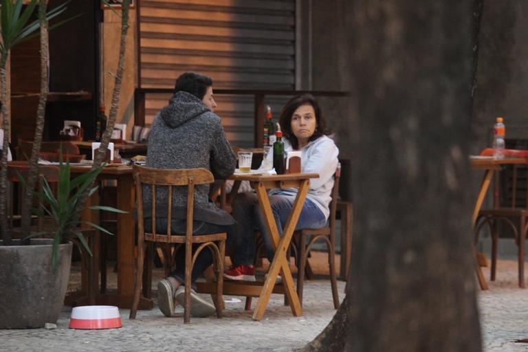 Claudia Rodrigues em restaurante no Rio de Janeiro (Foto: Reprodução)