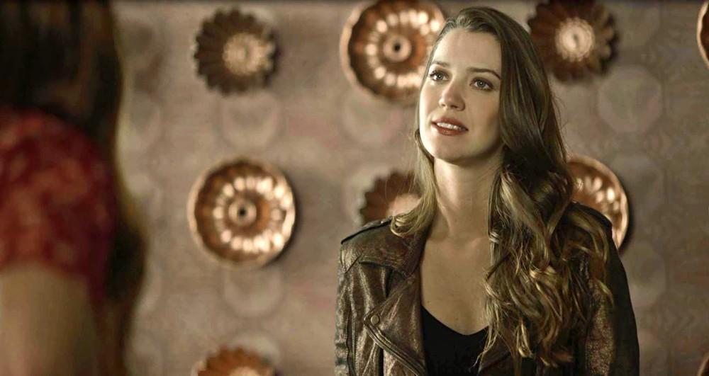 Fabiana é vivida por Nathalia Dill em A Dona do Pedaço