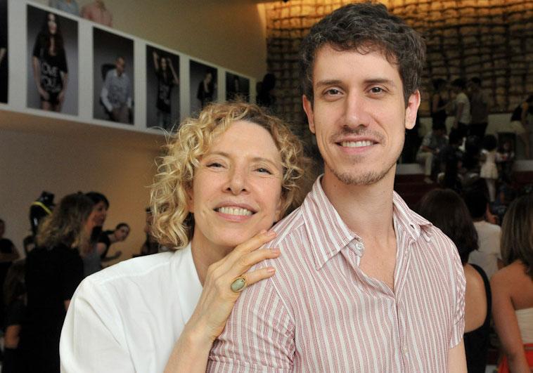 Marília Gabriela e seu filho Theodoro Cochrane, ambos do elenco da Globo. Foto: Reprodução