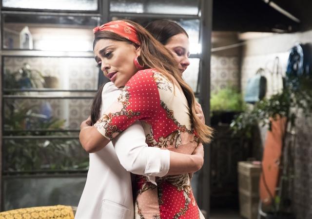 Vivi (Paolla Oliveira) e Maria da Paz (Juliana Paes) em A Dona do Pedaço (Foto: Globo/João Miguel Júnior)