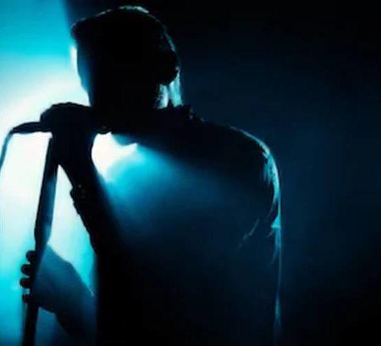 Famoso cantor tem intimidade revelada para todo pais e homossexualidade é exposta (Foto: Reprodução)