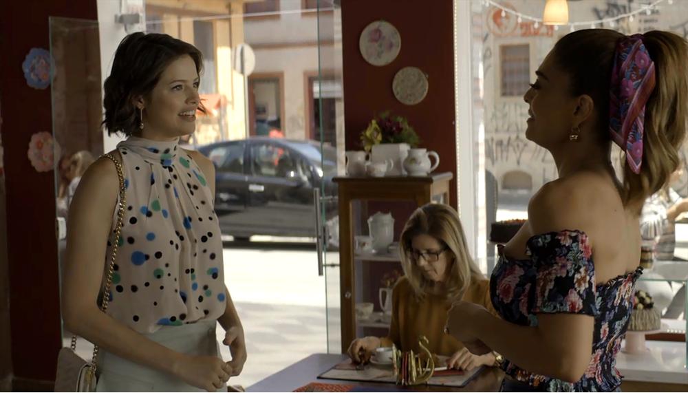 Josiane (Agatha Moreira) e Maria da Paz (Juliana Paes) em cena da novela A Dona do Pedaço (Reprodução: TV Globo)