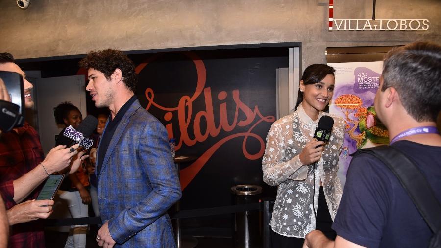 José Loreto e Débora Nascimento ficam cara a cara durante evento. Foto: Reprodução